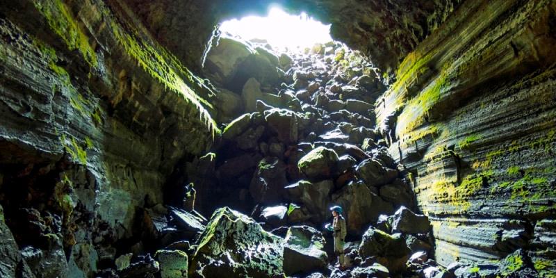 Lava Tunnel by Thomas Shahan 16662685904 EDIT